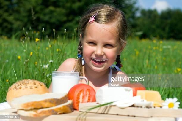 Alimentation saine-souriant enfant