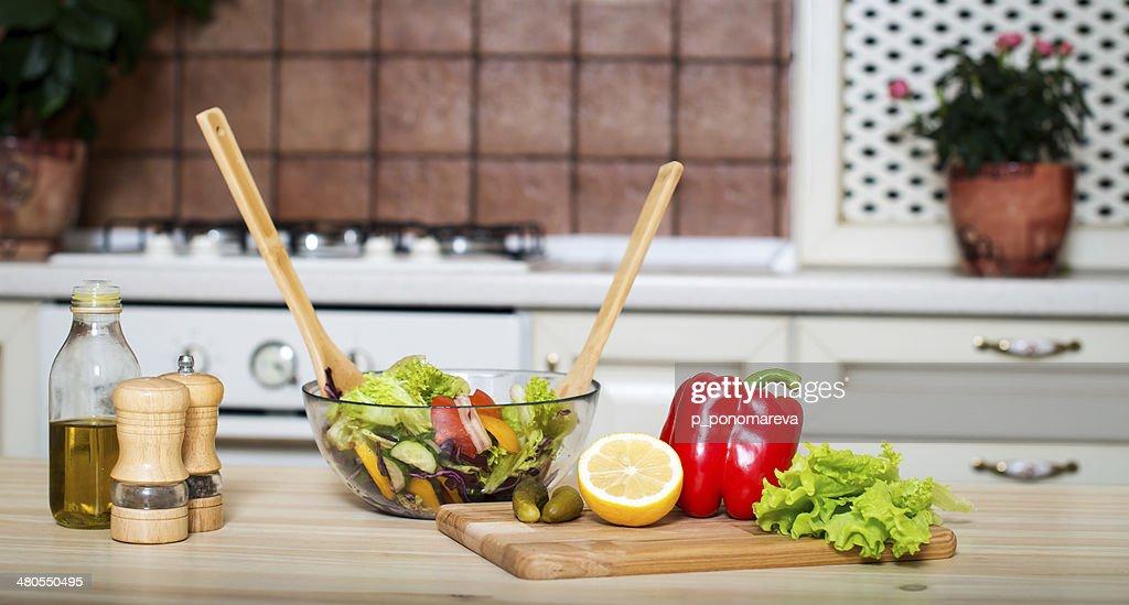 Alimentação saudável. Salada de vegetais. : Foto de stock