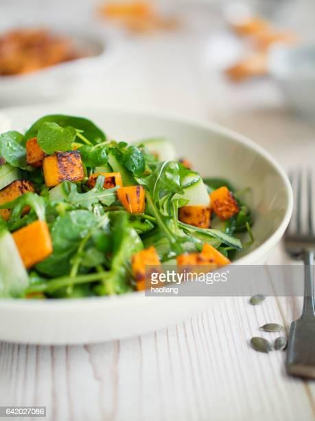 Salade verte avec courge butternuts rôti