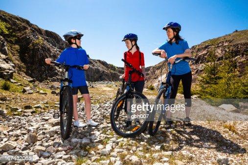Estilo de vida saudável-Bicicleta de família : Foto de stock