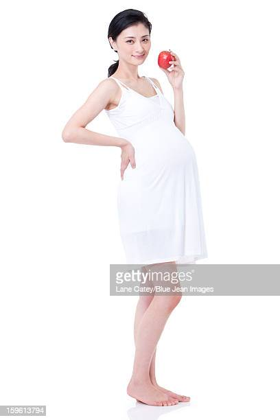 Healthy pregnant woman holding an apple