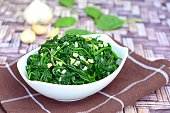 Healthy sautéed spinach with minced garlic
