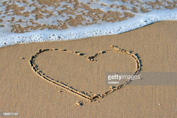 Herzen in den sand