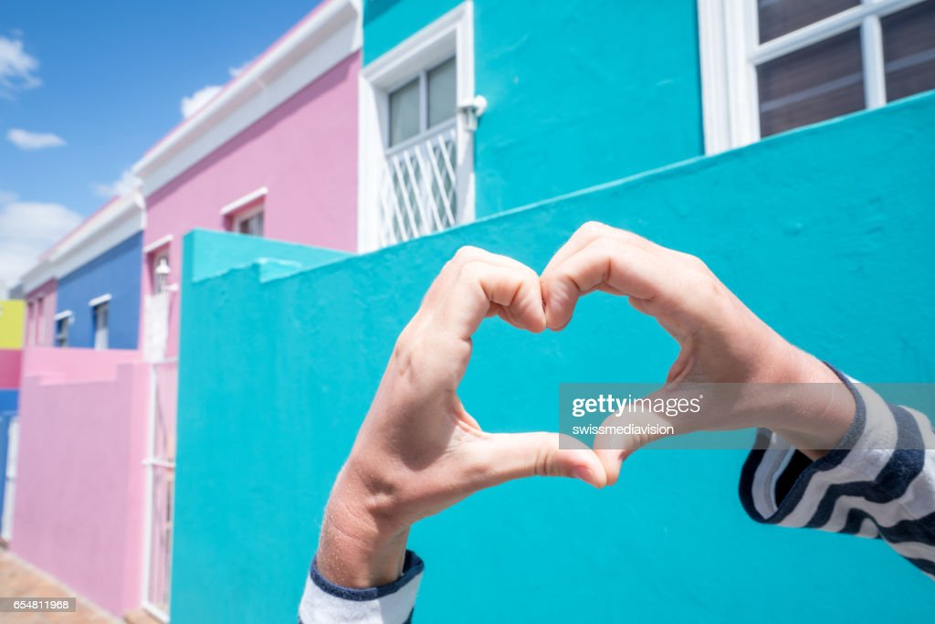 Herzform gegen Bo Kaap Häuser : Stock-Foto