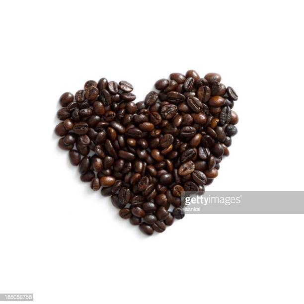 Símbolo en forma de corazón hecho de granos de café