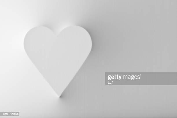 Herzform, wo Sie sich von einer weißen Fläche