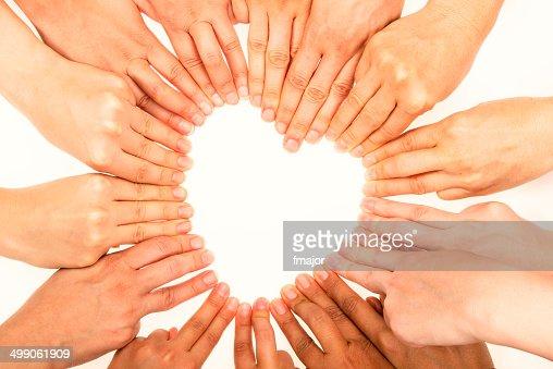 Forma di cuore con le dita dell'uomo