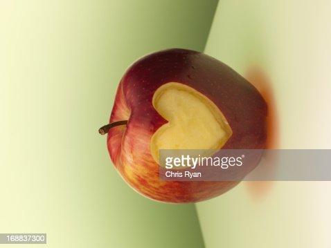 Heart-shape cut from side of red apple : Bildbanksbilder