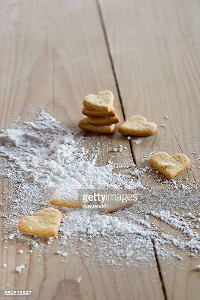 Heart-shaped shortbreads sprinkled with icing sugar