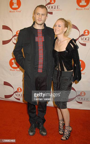 Heath Ledger and Naomi Watts during 2002 VH1 Vogue Fashion Awards Arrivals at Radio City Music Hall in New York City New York United States
