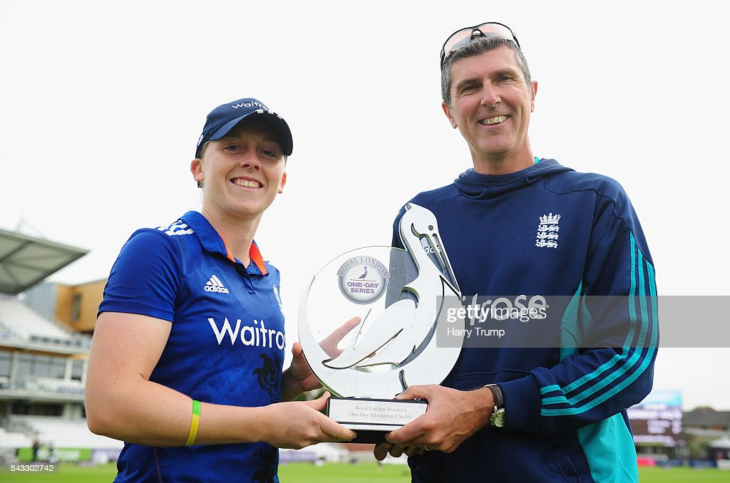 <a gi-track='captionPersonalityLinkClicked' href=/galleries/search?phrase=Heather+Knight+-+Cricket+Player&family=editorial&specificpeople=12721164 ng-click='$event.stopPropagation()'>Heather Knight</a>, Captain of England Women and <a gi-track='captionPersonalityLinkClicked' href=/galleries/search?phrase=Mark+Robinson+-+Cricket+Player&family=editorial&specificpeople=15195815 ng-click='$event.stopPropagation()'>Mark Robinson</a>, Head Coach of England Women poses with the Trophy after winning the series during the 3rd Royal Royal London ODI between England Women and Pakistan Women at The Cooper Associates County Ground on June 27, 2016 in Somerset, United Kingdom.