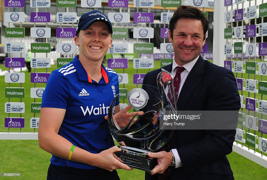<a gi-track='captionPersonalityLinkClicked' href=/galleries/search?phrase=Heather+Knight+-+Cricket+Player&family=editorial&specificpeople=12721164 ng-click='$event.stopPropagation()'>Heather Knight</a>, Captain of England Women is presented with the trophy by Somerset Chief Executive Guy Lavander during the 3rd Royal Royal London ODI between England Women and Pakistan Women at The Cooper Associates County Ground on June 27, 2016 in Somerset, United Kingdom.