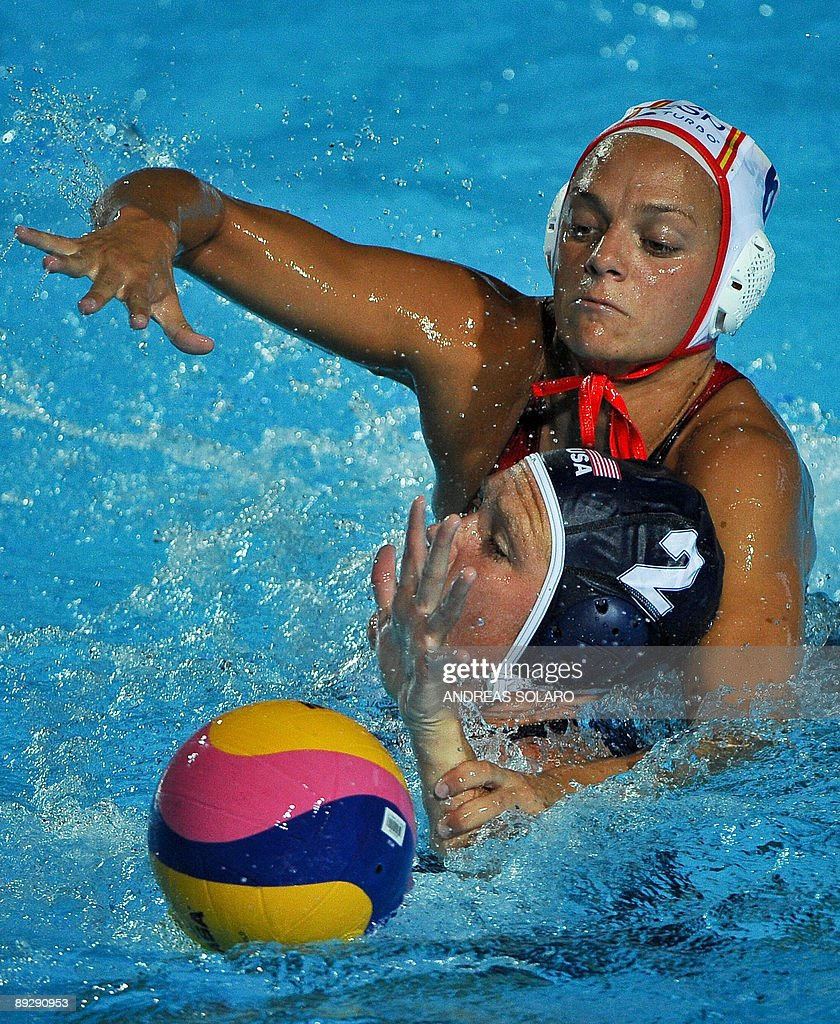 Heather Petri of the US fights for the ball with Spanish Jennifer Pareja during the waterpolo Quarter final Women on July 27 2009 at the FINA World...