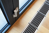 Heating grid with ventilation by the floor in hardwood flooring