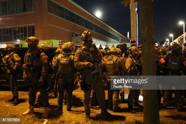 SCHANZENVIERTEL HAMBURG GERMANY Heavy armed special unit GSG9 during new riots erupted in Schanzenviertel