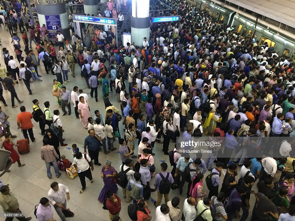 Rush at Rajiv Chowk metro station as metro halts due to a technical glitch on June 27, 2016 in New Delhi, India. Due to the breakdown of an overhead wire between Subhash Nagar and Tilak Nagar Metro stations, operations on the entire 51-km-long route remained affected for two-and-half hours.