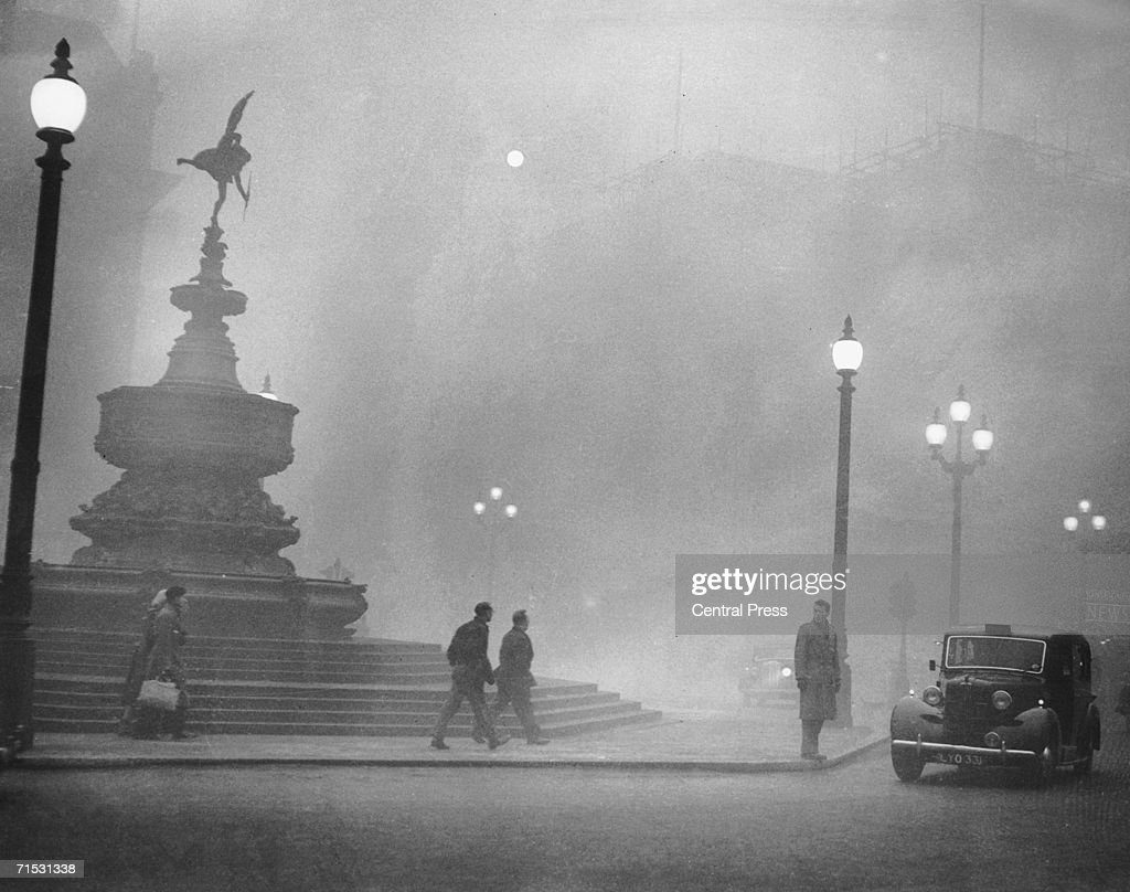 Heavy smog in Piccadilly Circus London 6th December 1952
