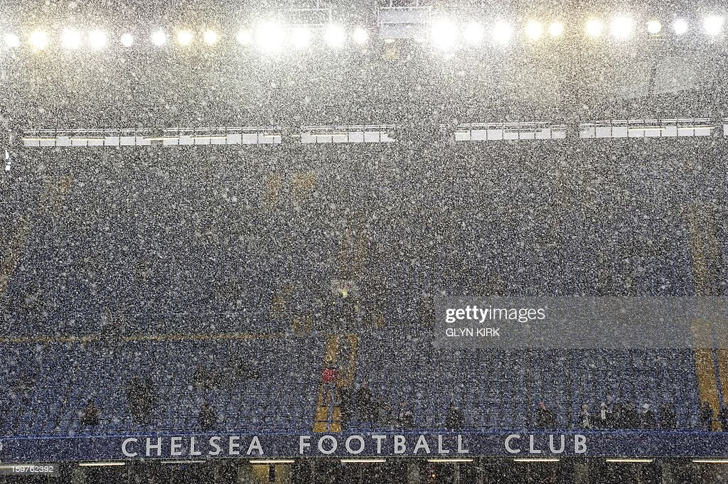 "Heavy snow falls over Stamford Bridge before Chelsea's English Premier League football match against Arsenal at Stamford Bridge in London, England on January 20, 2013. AFP PHOTO/Glyn KIRK - RESTRICTED TO EDITORIAL USE. No use with unauthorized audio, video, data, fixture lists, club/league logos or ""live"" services. Online in-match use limited to 45 images, no video emulation. No use in betting, games or single club/league/player publications."