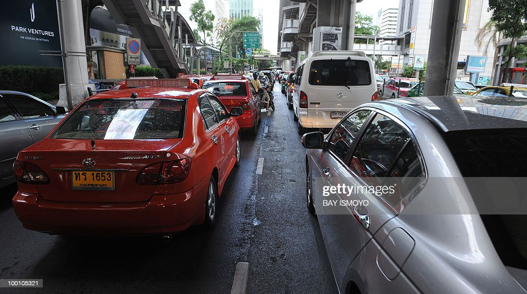 Heavy traffic hits the road in downtown Bangkok on May 21, 2010. Thailand picked up the pieces after violence and mayhem triggered by a crackdown on anti-government protests, as the focus swung to recovery and reconciliation in a divided nation. AFP PHOTO / Bay ISMOYO
