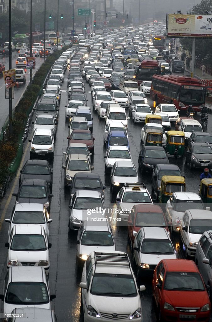 Heavy traffic jam at at Akshardham Area on February 5, 2013 in New Delhi, India. The persistent rains since late last night break the seven decade old record for the highest rainfall in a single day in February and triggeredmassive traffic jams due to waterlogging across the city.