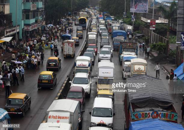 Heavy traffic jam due to the bad condition of the road on Dadar flyover on Tulsi Pipe road