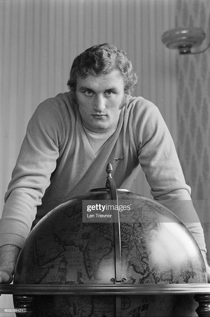 Heavyweight boxer <a gi-track='captionPersonalityLinkClicked' href=/galleries/search?phrase=Joe+Bugner&family=editorial&specificpeople=239003 ng-click='$event.stopPropagation()'>Joe Bugner</a> with a globe, UK, 3rd February 1971.
