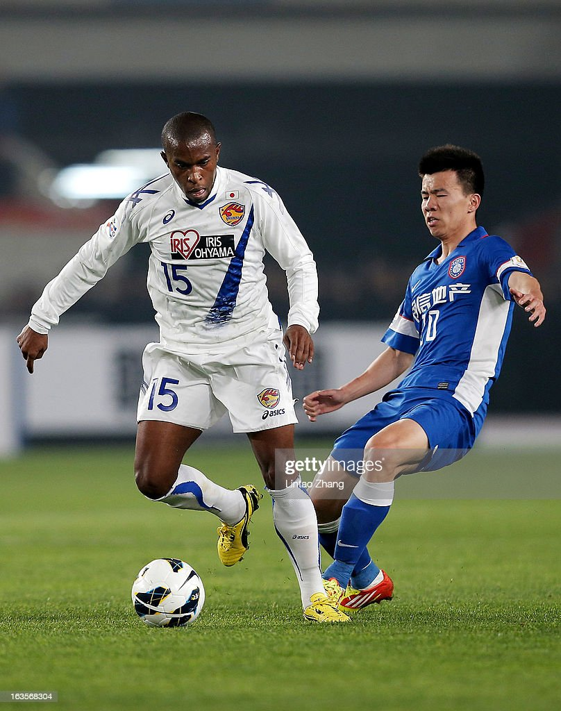 Heberty (L) of Vegalta Sendai controls the ball with Sun ke of Jiangsu Sainty during the AFC Champions League match between Jiangsu Sainty and Vegalta Sendai at Nanjing Olympic Sports Center Stadium on March 12, 2013 in Nanjing, China.