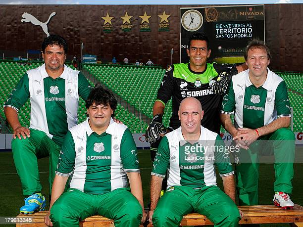 Hector Adomaitis Pedro Muñoz Antonio Apud Oswaldo Sanchez y Guillermo Galindo prior a match between players and former players of Santos Laguna as...