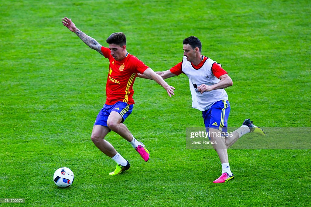 Hector Bellerin (L) and <a gi-track='captionPersonalityLinkClicked' href=/galleries/search?phrase=Aritz+Aduriz&family=editorial&specificpeople=822012 ng-click='$event.stopPropagation()'>Aritz Aduriz</a> of Spain compete for the ball during a training session on May 27, 2016 in Schruns, Austria.
