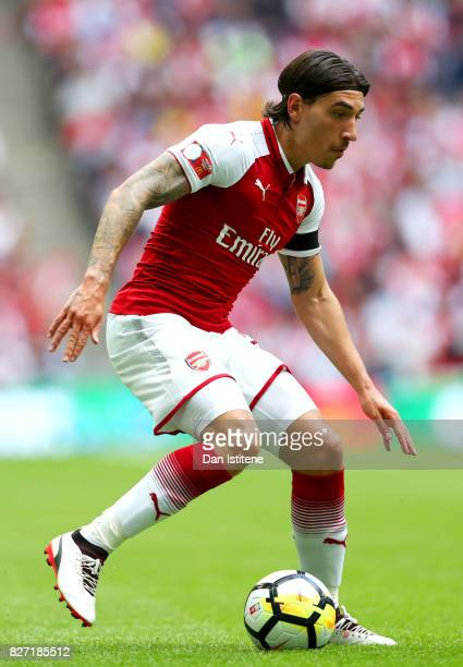 Hector Bellerin of Arsenal runs with the ball during the FA Community Shield match between Chelsea and Arsenal at Wembley Stadium on August 6 2017 in...