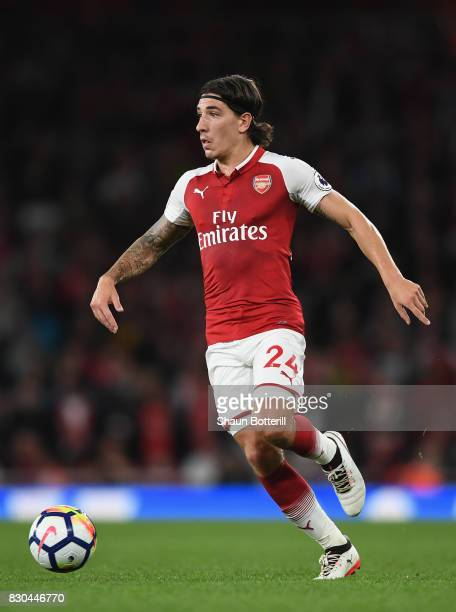 Hector Bellerin of Arsenal runs with the ball during the Premier League match between Arsenal and Leicester City at Emirates Stadium on August 11...