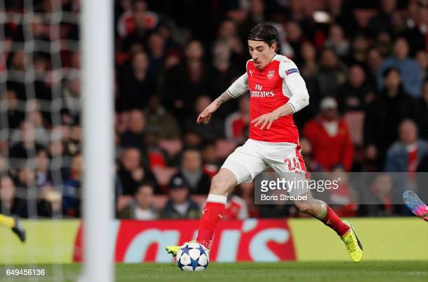 Hector Bellerin of Arsenal runs with the ball during the UEFA Champions League Round of 16 second leg match between Arsenal FC and FC Bayern Muenchen...