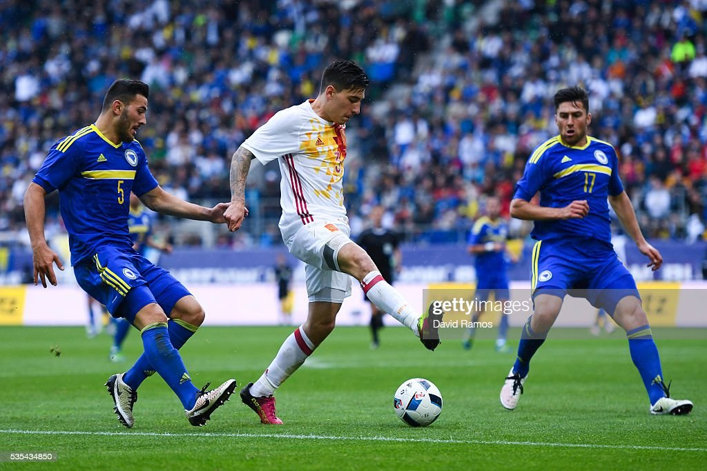Hector Bellerin of Spain competes for the ball with Sead Kolasinac (L) and Ervin Zukanovic of Bosnia during an international friendly match between Spain and Bosnia at the AFG Arena on May 29, 2016 in St Gallen, Switzerland.
