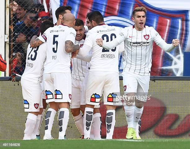 Hector Daniel Villalba of San Lorenzo celebrates with teammates after scoring the opening goal during a match between San Lorenzo and Rosario Central...