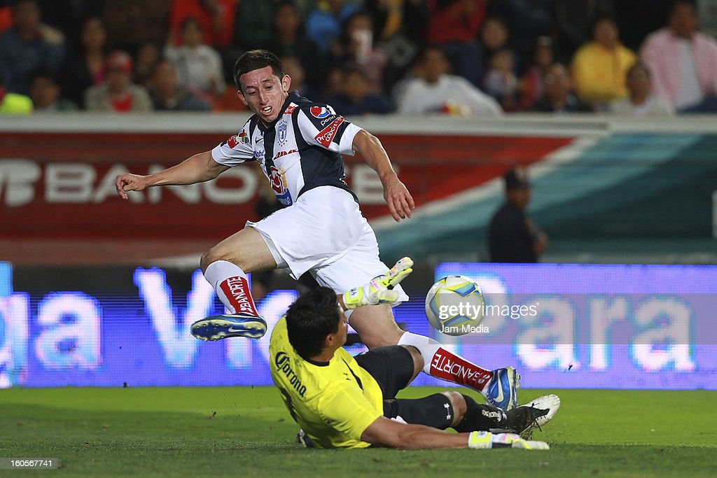 Hector Herrera (L) of Pachuca struggles for the ball with Alfredo Talavera (R) of Toluca during the Clausura 2013 Liga MX at Hidalgo Stadium on february 2, 2013 in Pachuca, Mexico.