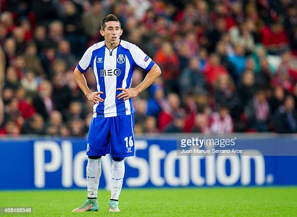 Hector Herreraof FC Porto reacts during the UEFA Champions League Group H match between Athletic Club and FC Porto at San Mames Stadium on November 5...