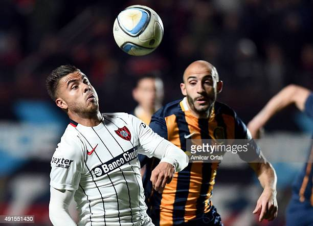 Hector Villalba of San Lorenzo prepares to head the ball during a match between San Lorenzo and Rosario Central as part of 27th round of Torneo...