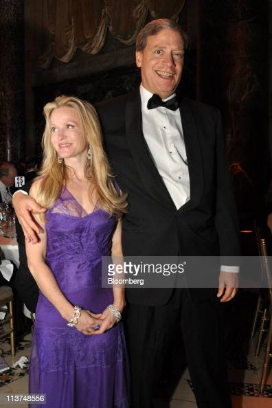 Hedge fund manager Stanley Druckenmiller right stands for a photograph his wife Fiona Druckenmiller at the Langone Medical Center Violet Ball in New...