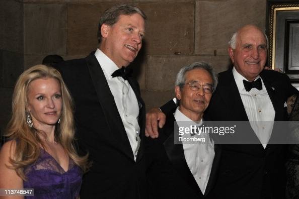 Hedge fund manager Stanley Druckenmiller second left stands for a photograph with his wife Fiona Druckenmiller left Dr Richard Tsien director of the...