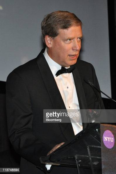 Hedge fund manager Stanley Druckenmiller speaks at the Langone Medical Center Violet Ball in New York US on Wednesday May 4 2011 The 2011 Violet Ball...