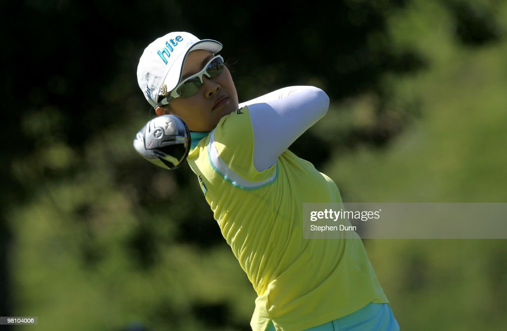 Hee Kyung Seo of South Korea hits her tee shot on the fourth hole during the final round of the Kia Classic Presented by J Golf at La Costa Resort and Spa on March 28, 2010 in Carlsbad, California.