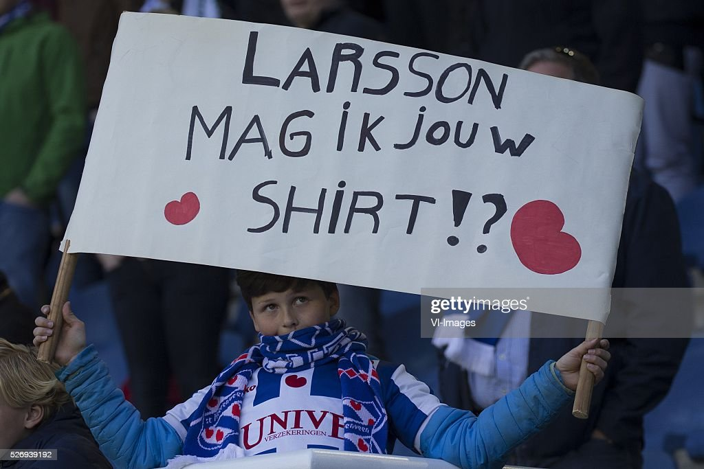 , Heerenveen, bordje, shirt, vraag, during the Dutch Eredivisie match between sc Heerenveen and FC Groningen at Abe Lenstra Stadium on May 01, 2016 in Heerenveen, The Netherlands