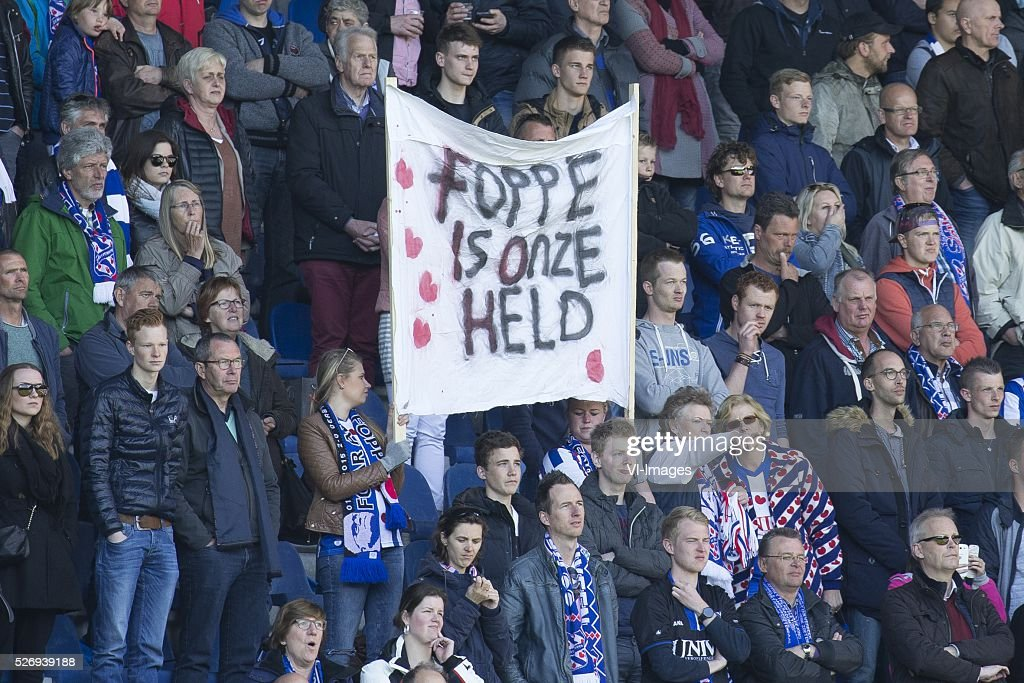 , Heerenveen, bordje, shirt, vraag, spandoek during the Dutch Eredivisie match between sc Heerenveen and FC Groningen at Abe Lenstra Stadium on May 01, 2016 in Heerenveen, The Netherlands