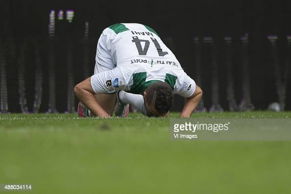 Heerenveen Mimoun Mahi of FC Groningen gras kussen during the Dutch Eredivisie match between FC Groningen and sc Heerenveen at Euroborg on September...