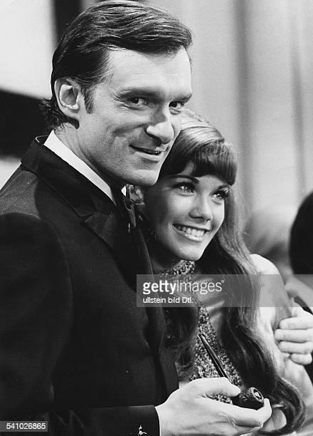 Hefner Hugh *Verleger USA mit seiner Freundin der Schauspielerin Barbara Benton 1969