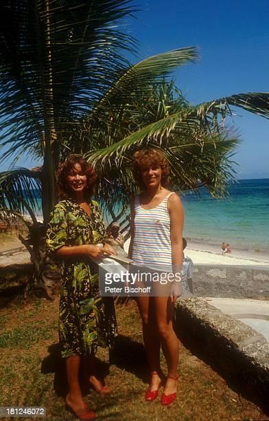 Heide Keller Barbara Firzlaff Dreharbeiten zur ZDFReihe 'Traumschiff' Folge 10 'Kenia' 'Serena Beach Hotel' Episode 'Liebe durch 2' Mombasa Kenia...