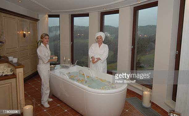 Heide Keller Katja Silva WellnessKur SchönheitsFarm Wellness und SpaLandschaft 'Dollina' in WellnessSuite 'Cleopatra' 5SterneRelais ChateauxHotel...