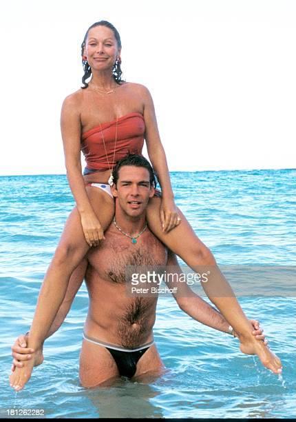 Heide Keller Sascha Hehn am Rande der Dreharbeiten zur ZDFReihe 'Traumschiff ' Folge 9 'Puerto Rico' Karibik San Juan Landausflug Ausflug Meer Bikini...
