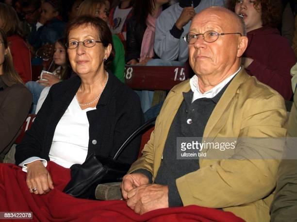 Heide Simonis *4 Juli 1943 Politikerin SPD D Ministerpraesidentin SchleswigHolstein Vorsitzende UNICEF Deutschland mit Ehemann Udo Simonis sind...