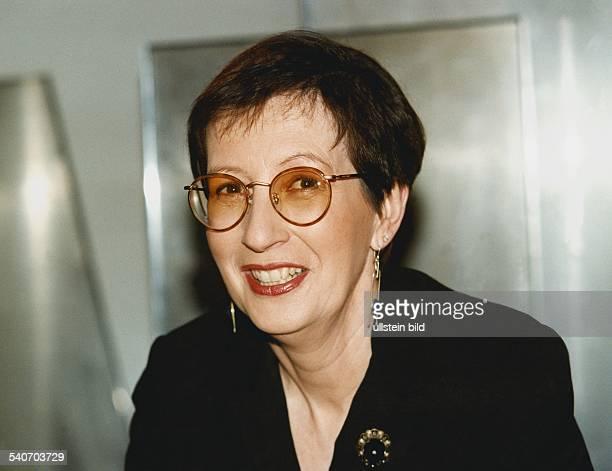 Heide Simonis *4 Juli 1943Politikerin SPD D Ministerpraesidentin SchleswigHolstein Vorsitzende UNICEF Deutschland mit Ohrringen und Brosche...